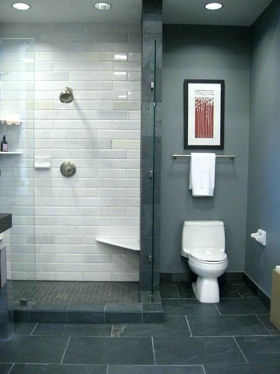 Similar hues can made your small bathroom look larger