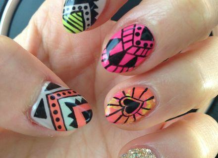 com Nail Art with Transfer Foils and Gel Polish
