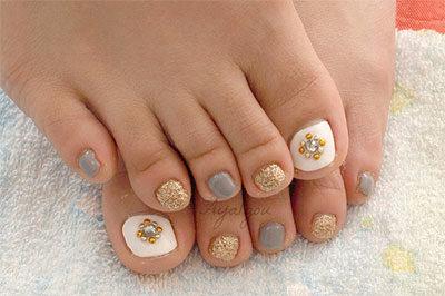 Fall leaves gel nail design toes