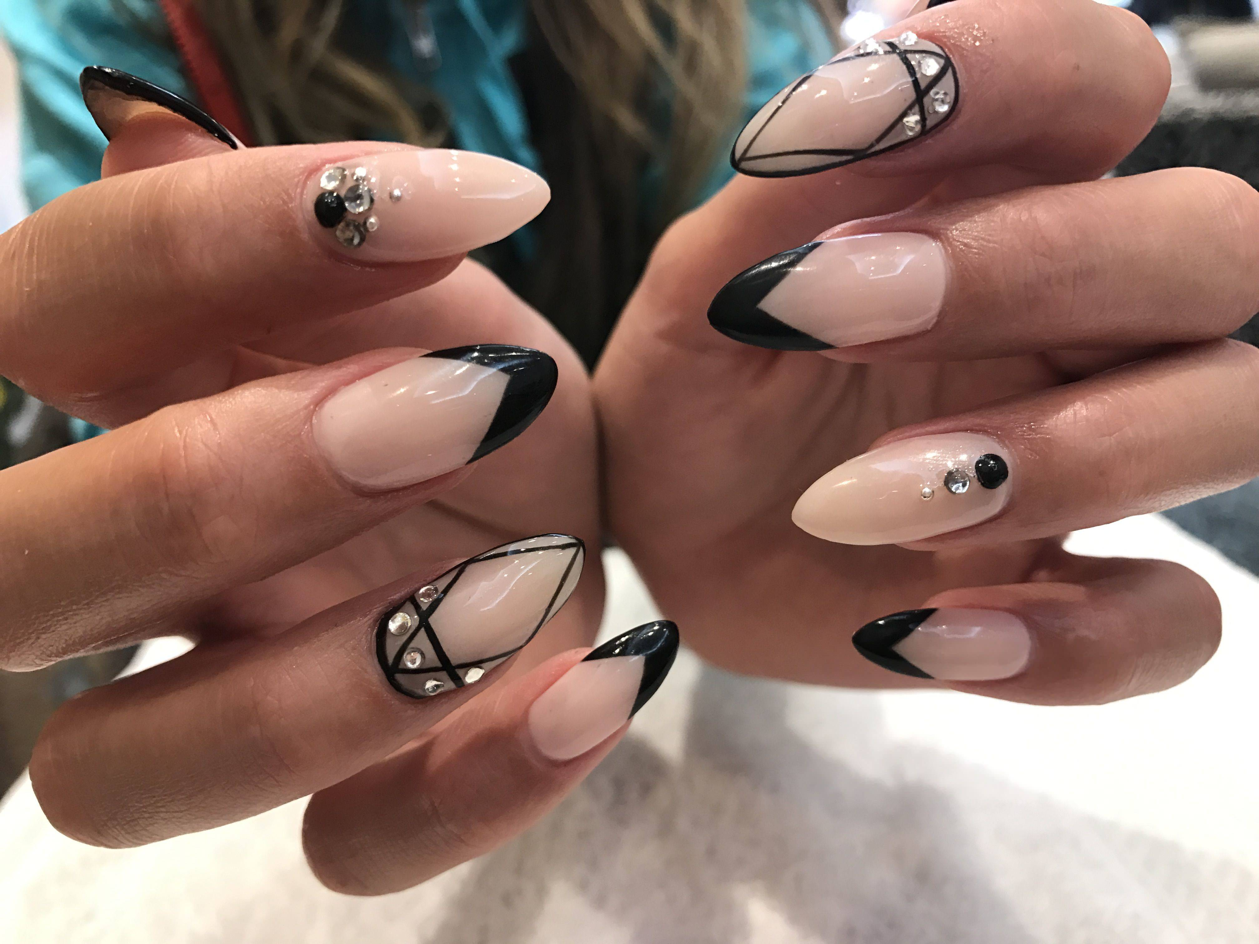 These gel nails look especially sexy due to the most daring nail shape –  stiletto