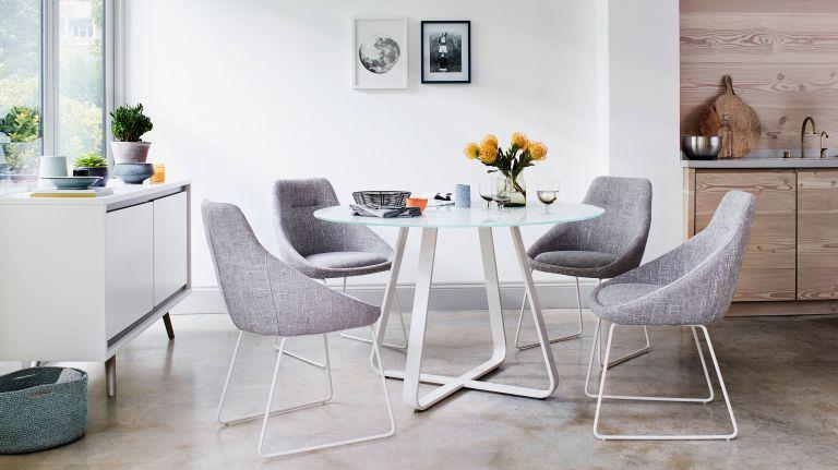 Accommodate extra dinner guests with ease by opting for an adaptable piece of furniture