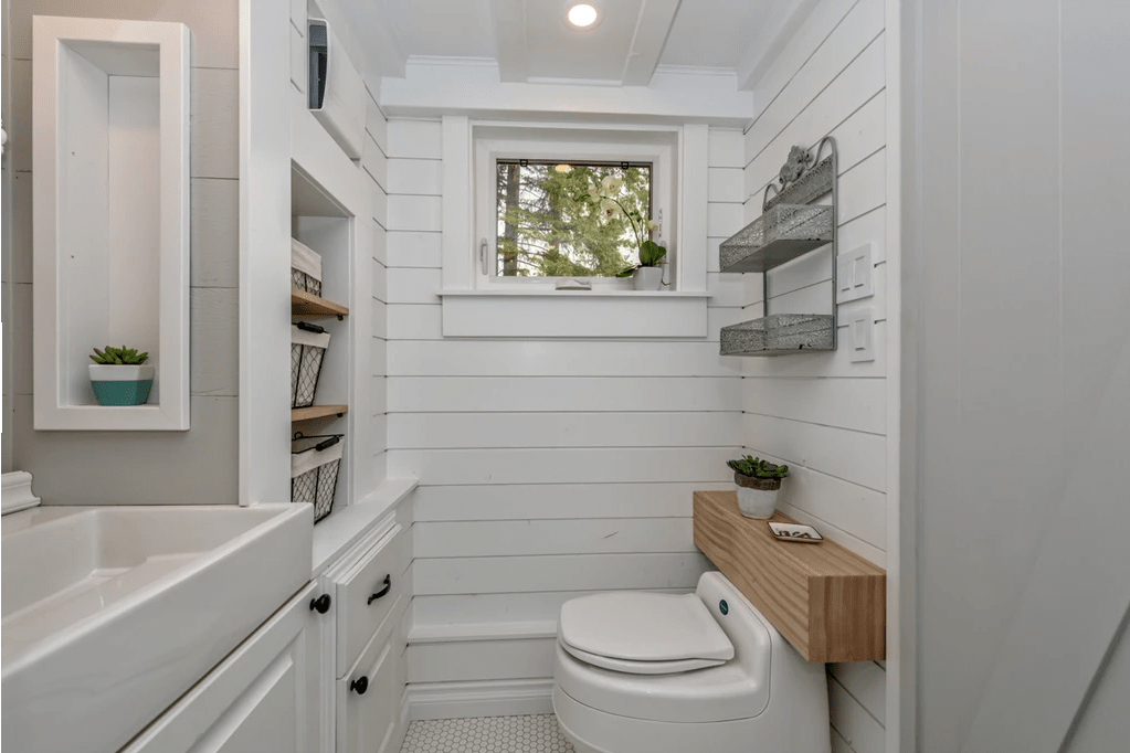 Curved Edges and Creative Toilet Placement